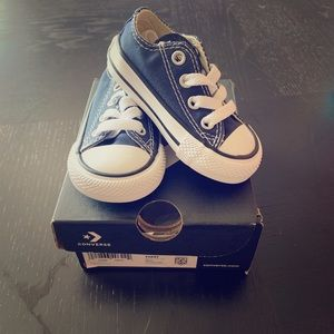 🔹🔹NWT infant converse - size 3 - navy blue 🔹🔹